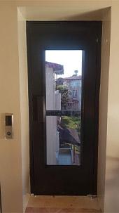 ev tipi engelli asansör kapısı
